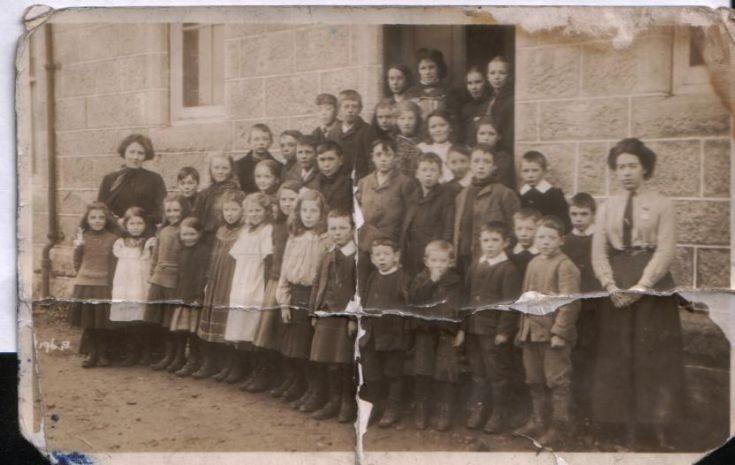 Dalwhinnie school c1900