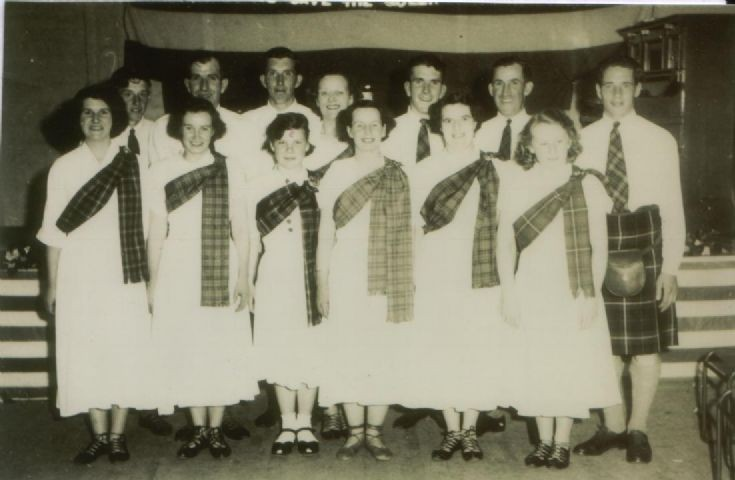 Dalwhinnie country dancers