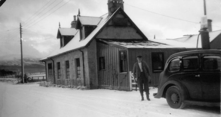 Dalwhinnie Toll House and pump - c1938
