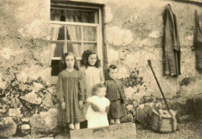 Campbell Children at Lochend Cottage - c1910?