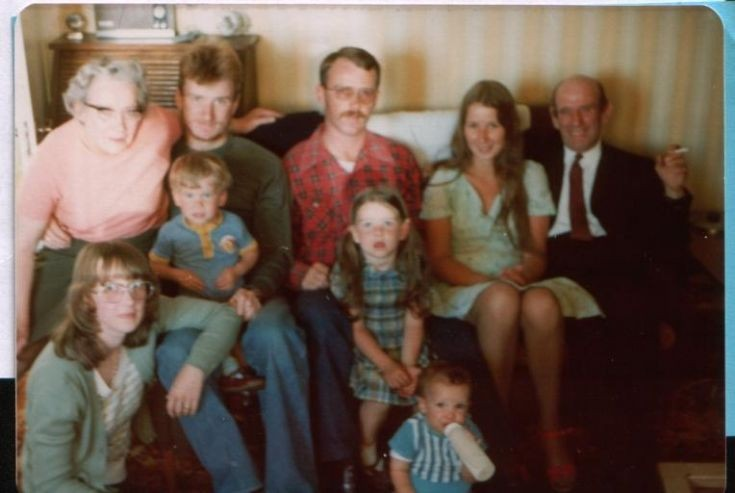 Mary David Robert Helen Charlie & other McLagans at Grampian View 1970's